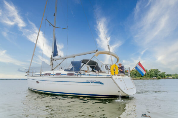 Bavaria_38_Cruiser_for_sale_YachtFull_Strijensas